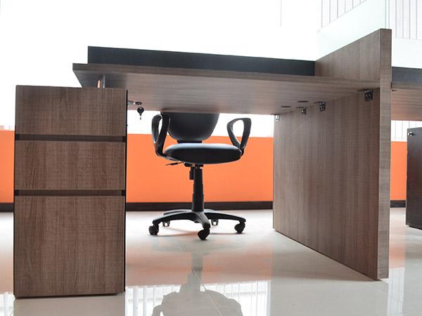 Diseño de oficnas, muebles en melamínico