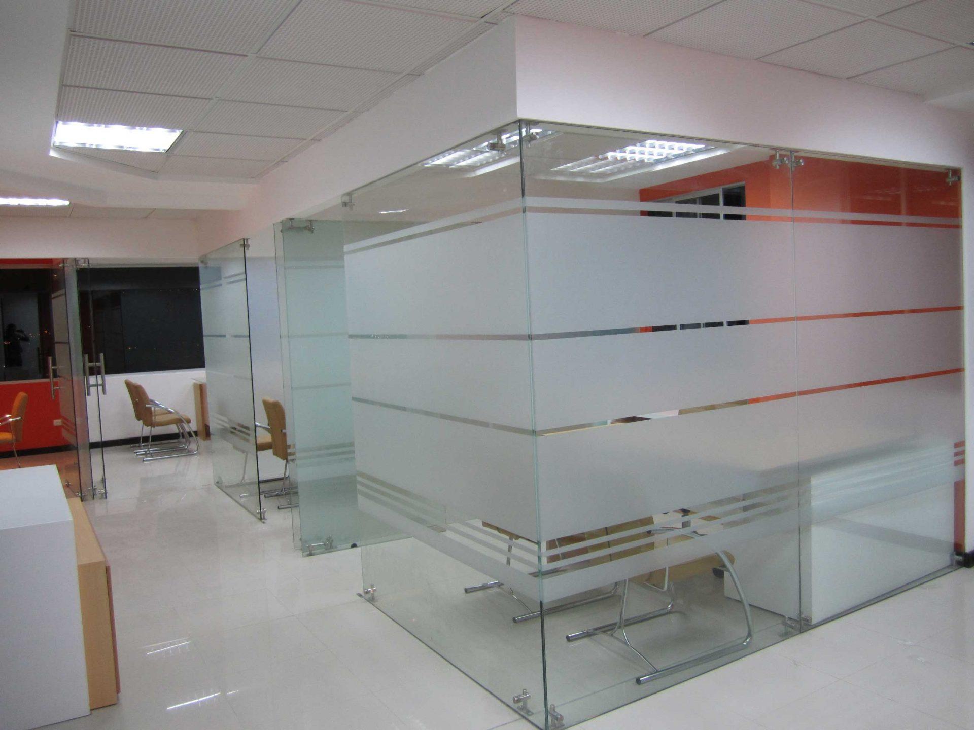 Divisiones en vidrio templado